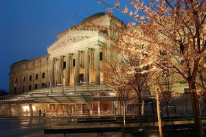 Lights-at-dusk-brighten-the-facade-of-the-Brooklyn-Museum-of-Art